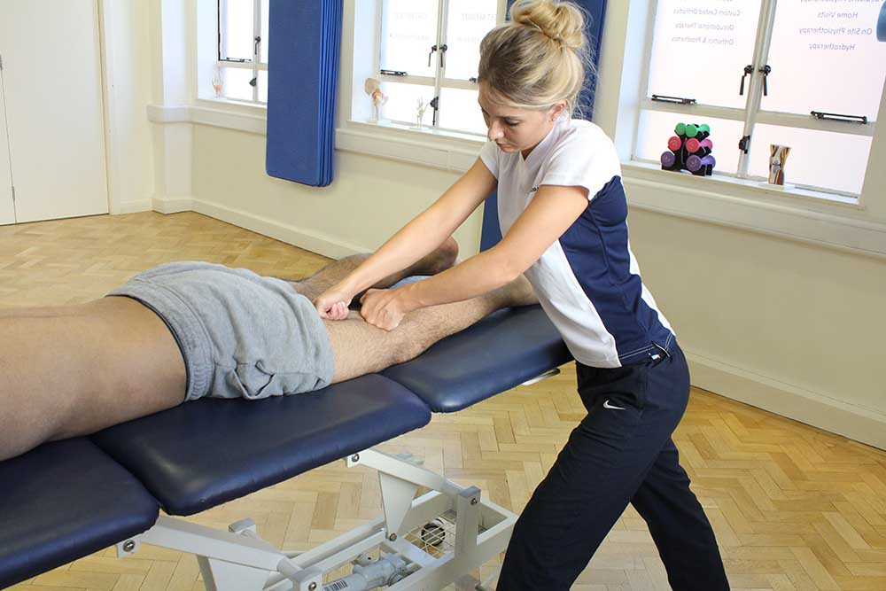 Kneading massage technique applied to bicep femoris and semitendinosus muscle